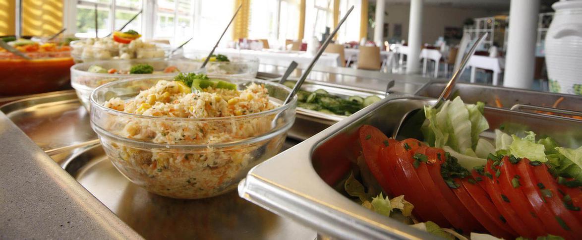 Salatbuffet in der MEDIAN Achertal-Klinik Ottenhöfen