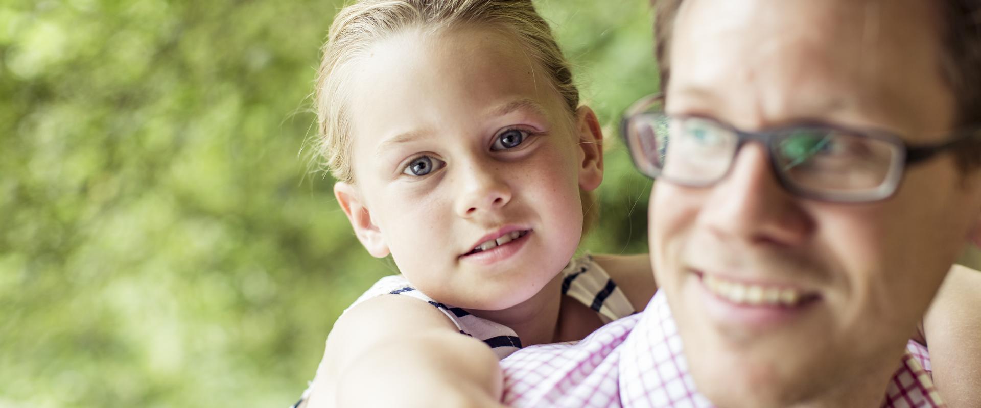 Patient und seine Tochter in der AHG Klinik Waren von MEDIAN