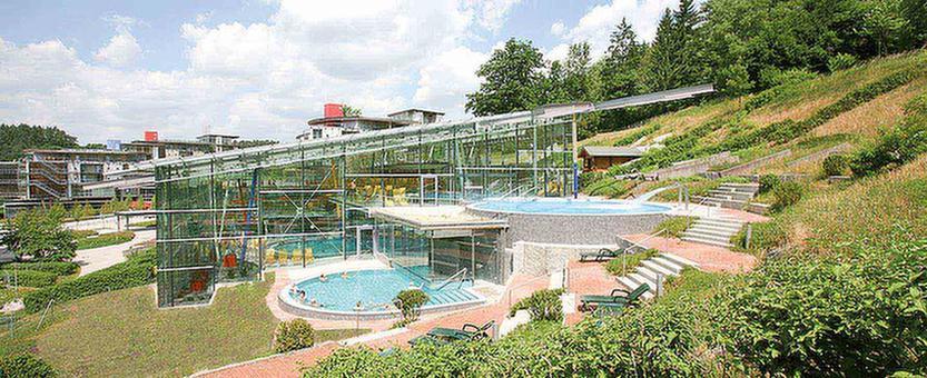 MEDIAN Klinik Bad Colberg Außenansicht Schwimmbad