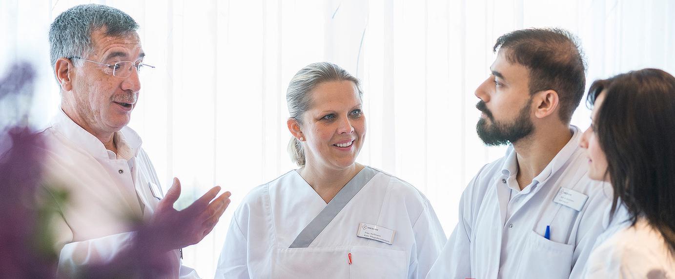 Ärzte besprechen sich untereinander in der MEDIAN Park-Klinik Bad Dürkheim