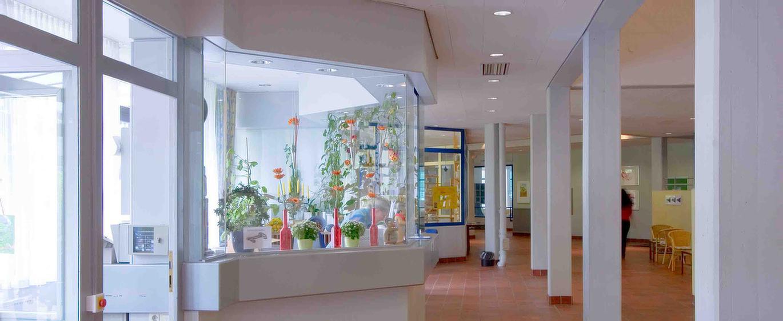 Empfangsbereich der MEDIAN Klinik für Psychosomatik Bad Dürkheim