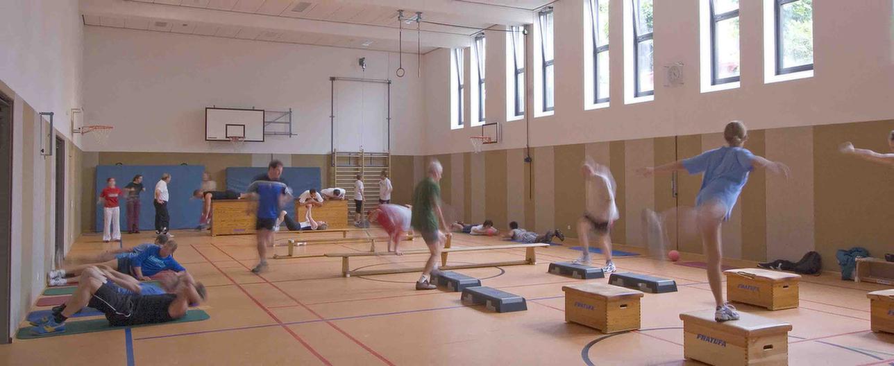 Patienten trainieren in der Turnhalle der MEDIAN Klinik für Psychosomatik Bad Dürkheim