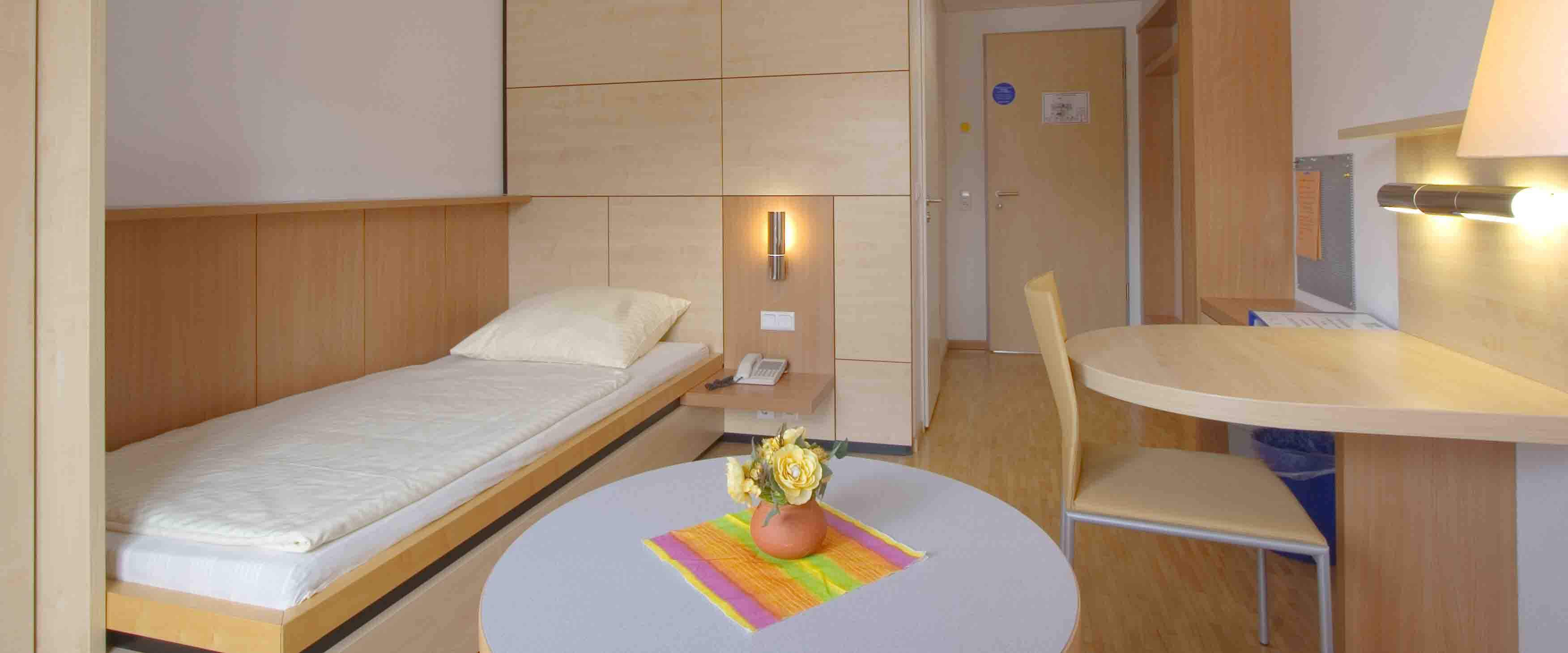 Einzelzimmer in der MEDIAN Klinik für Psychosomatik Bad Dürkheim