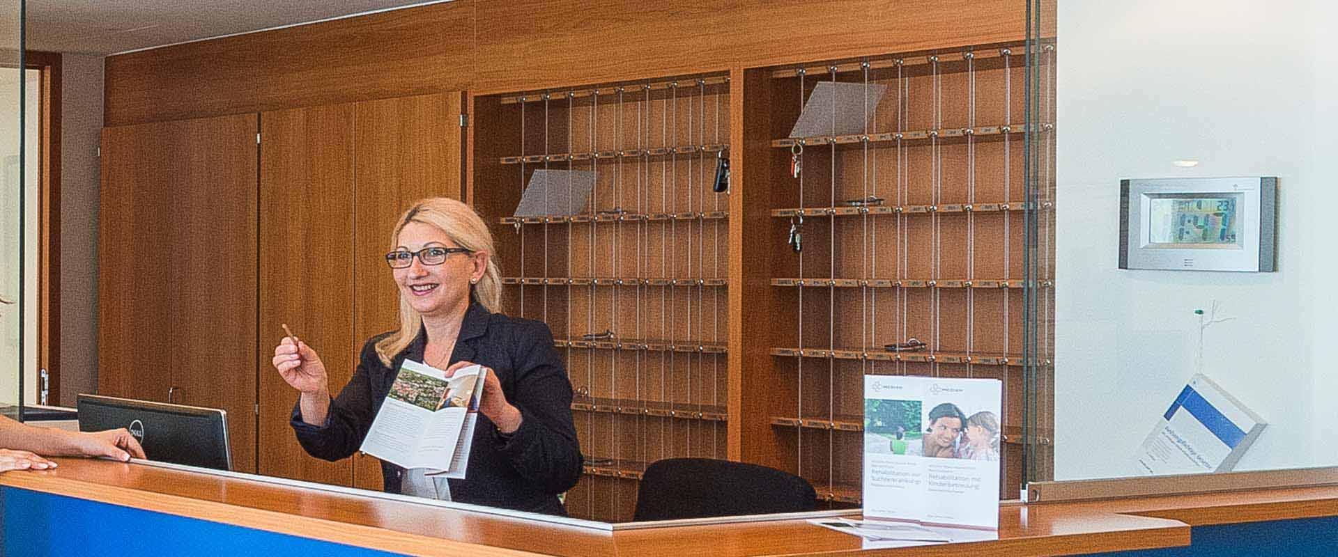 Rezeptionistin in der MEDIAN Rhein-Haardt Klinik Bad Dürkheim