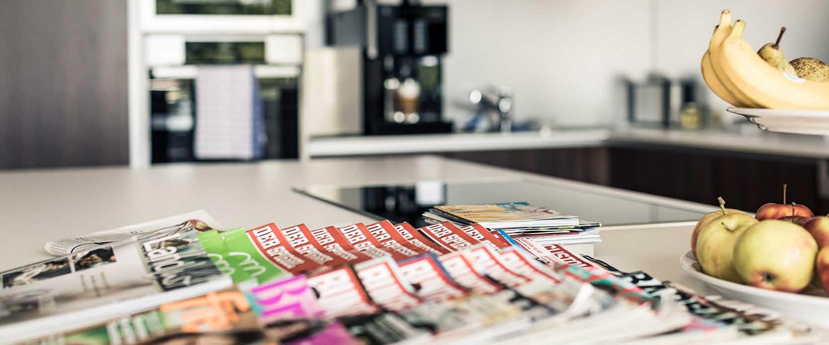 Zeitschriften auf einem Tisch in der MEDIAN Klinik St. Georg Bad Dürrheim