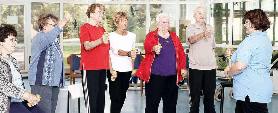 Patienten beim Fitnesstraining in der MEDIAN Frankenpark Klinik Bad Kissingen