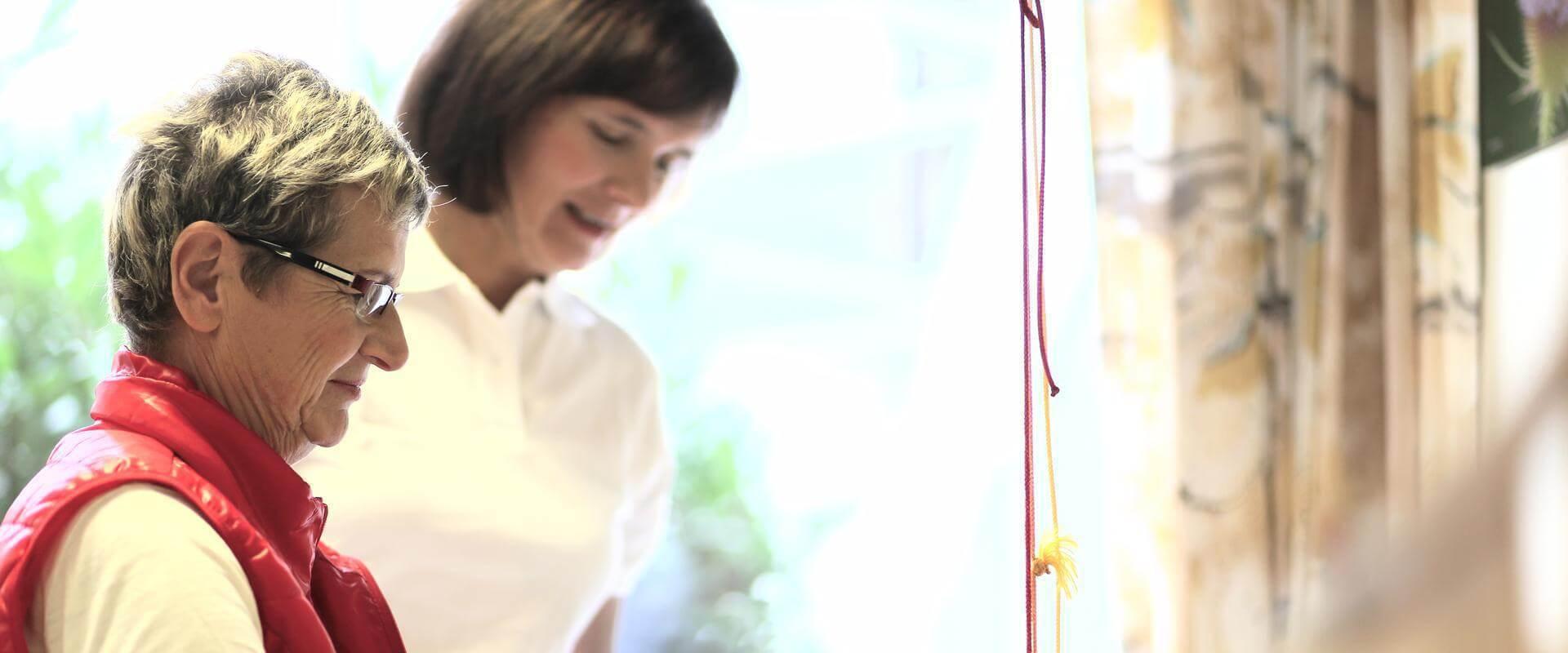 Patientin und Therapeutin in der MEDIAN Saale Klinik Bad Kösen Klinik I