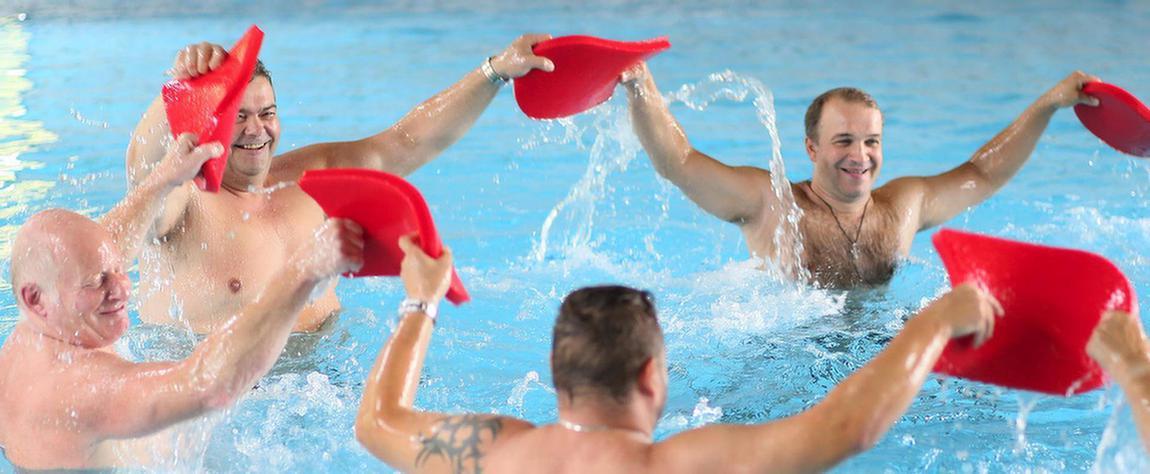 Patienten bei der Wassergymnastik in der MEDIAN Saale Klinik Bad Kösen Klinik II
