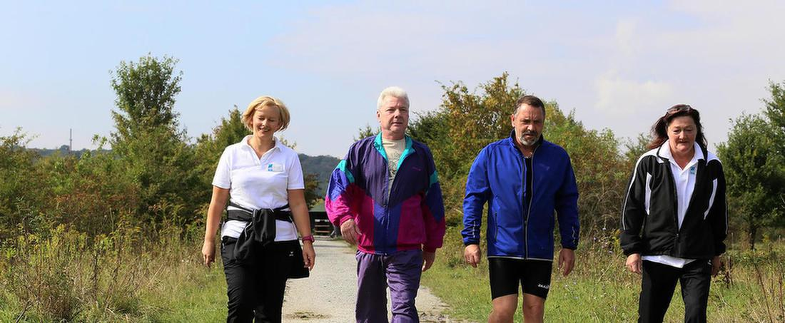 MEDIAN Patienten bei Spaziergang in der Natur