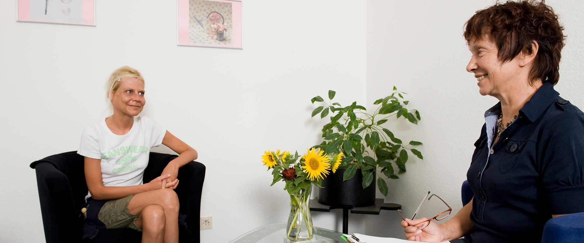 Gespräch Anmeldung und Annahme mit einer Kundin im MEDIAN Therapiezentrum Bassenheim