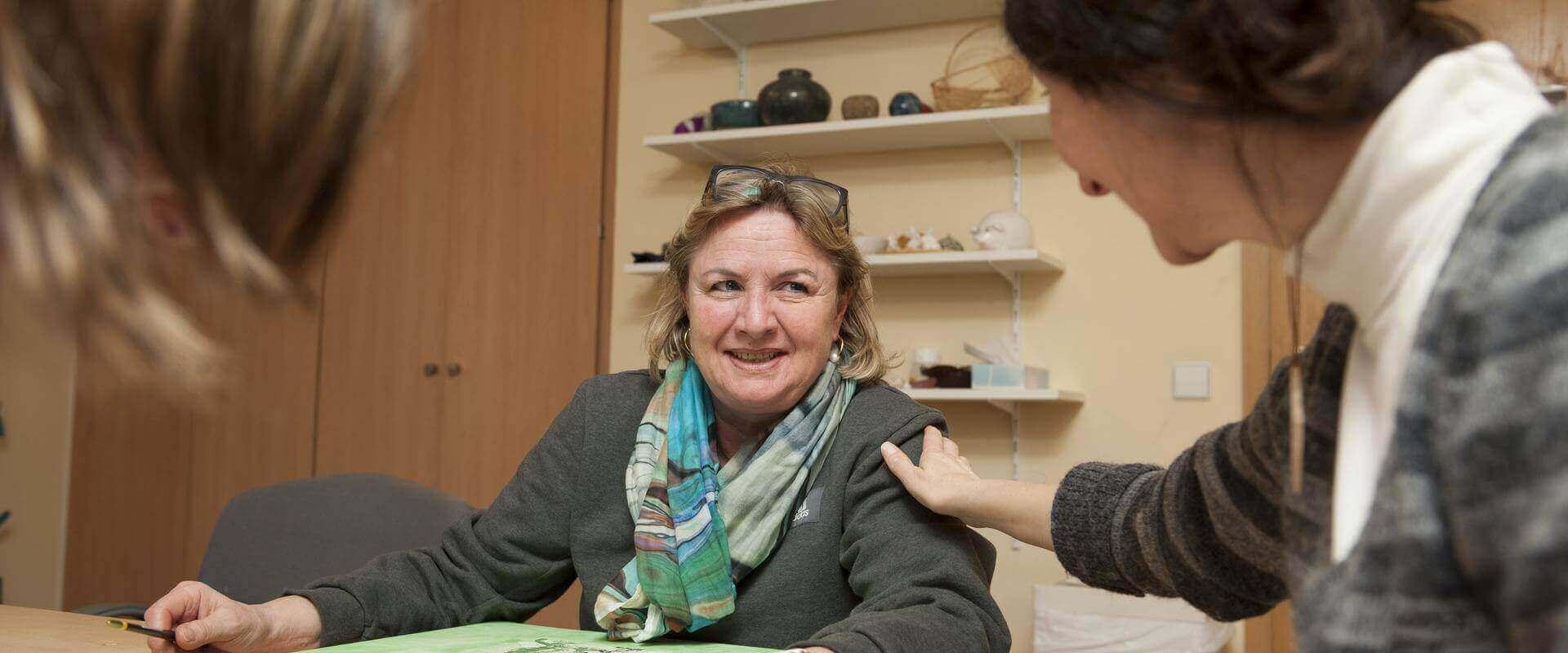 Patientinnen unterhalten sich in der MEDIAN Klinik Bad Lobenstein
