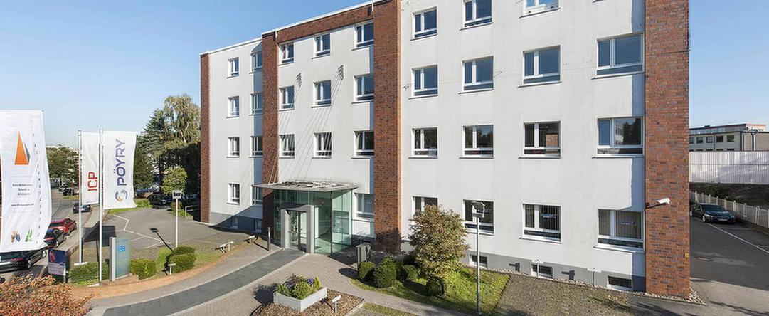Fassade und Eingangsbereich der MEDIAN Klinik Flechtingen