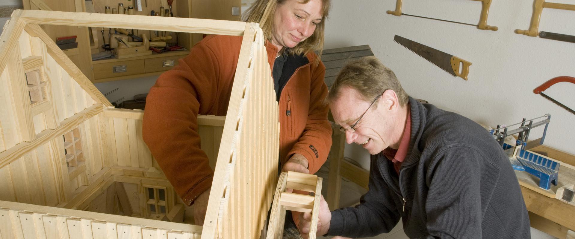 Gemeinsames basteln und bauen im MEDIAN Adaptionshaus Lübeck