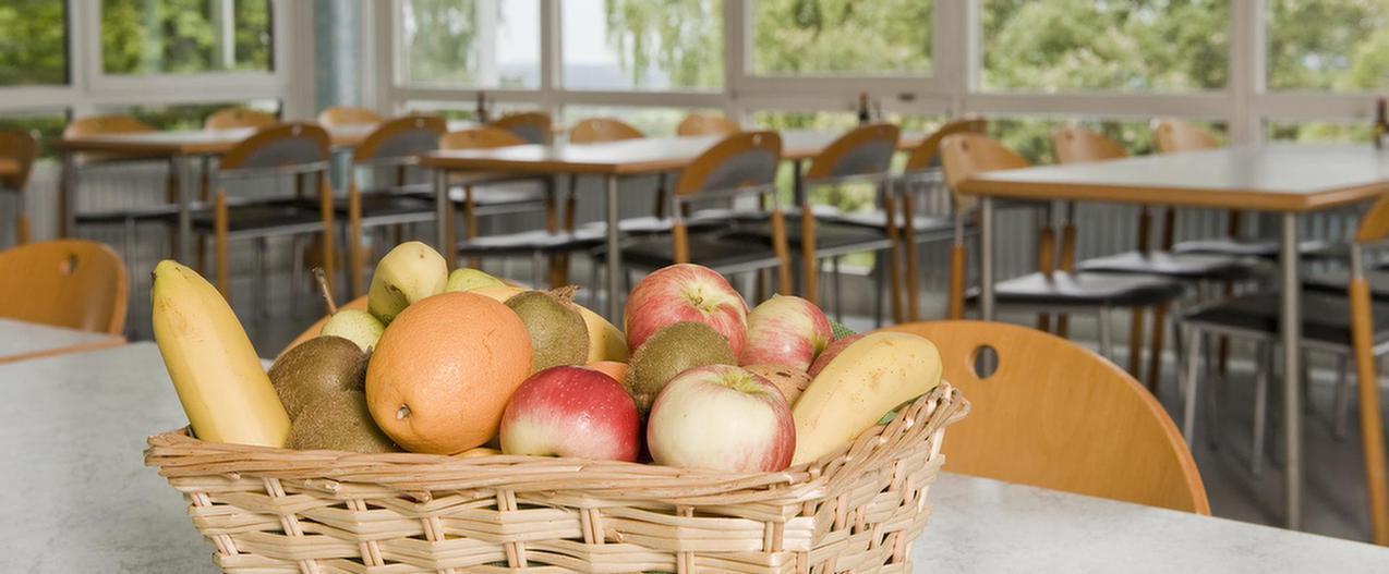 Obstkorb im Speisesaal in der MEDIAN Klinik Münchwies