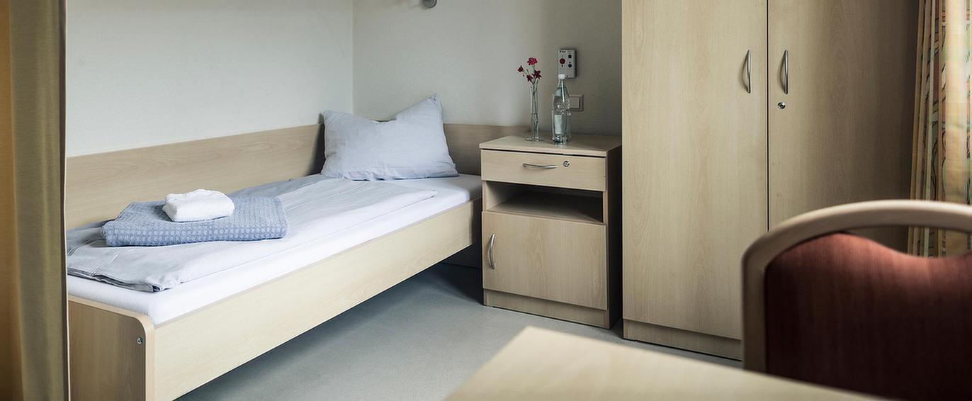 Schlafzimmer der MEDIAN Franz-Alexander-Klinik Nordrach
