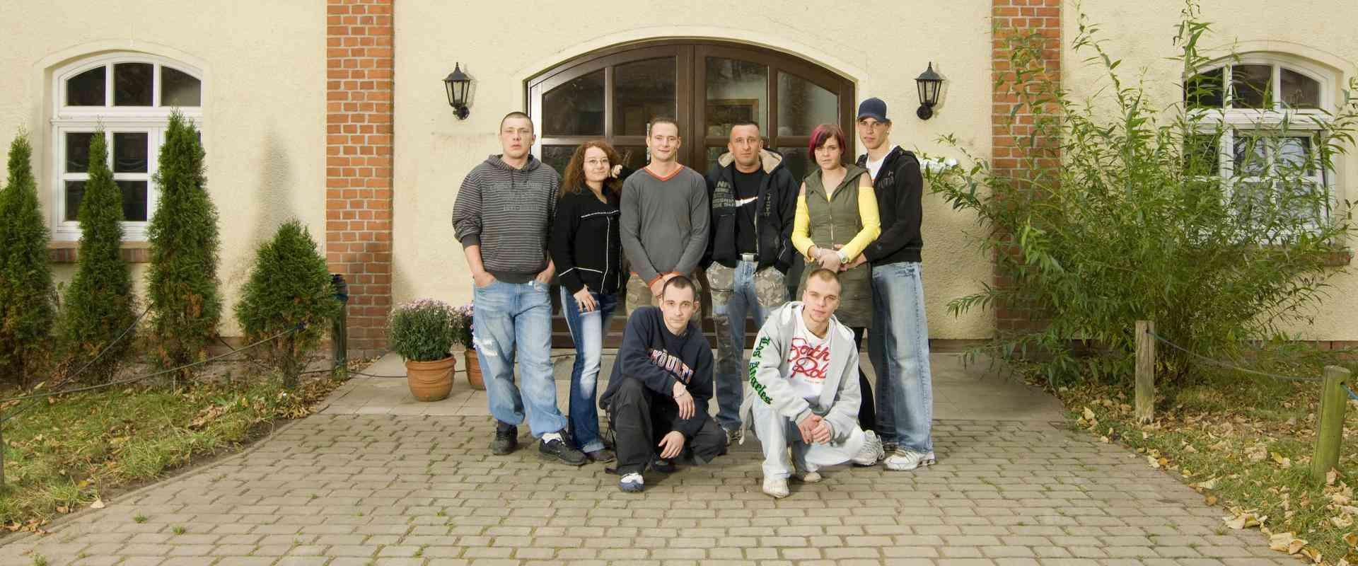 Gruppenfoto vor dem MEDIAN Therapiezentrum Ravensruh