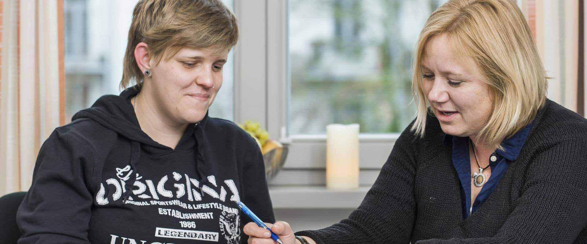 Patientin mit Therapeutin der MEDIAN Klinik Schelfstadt