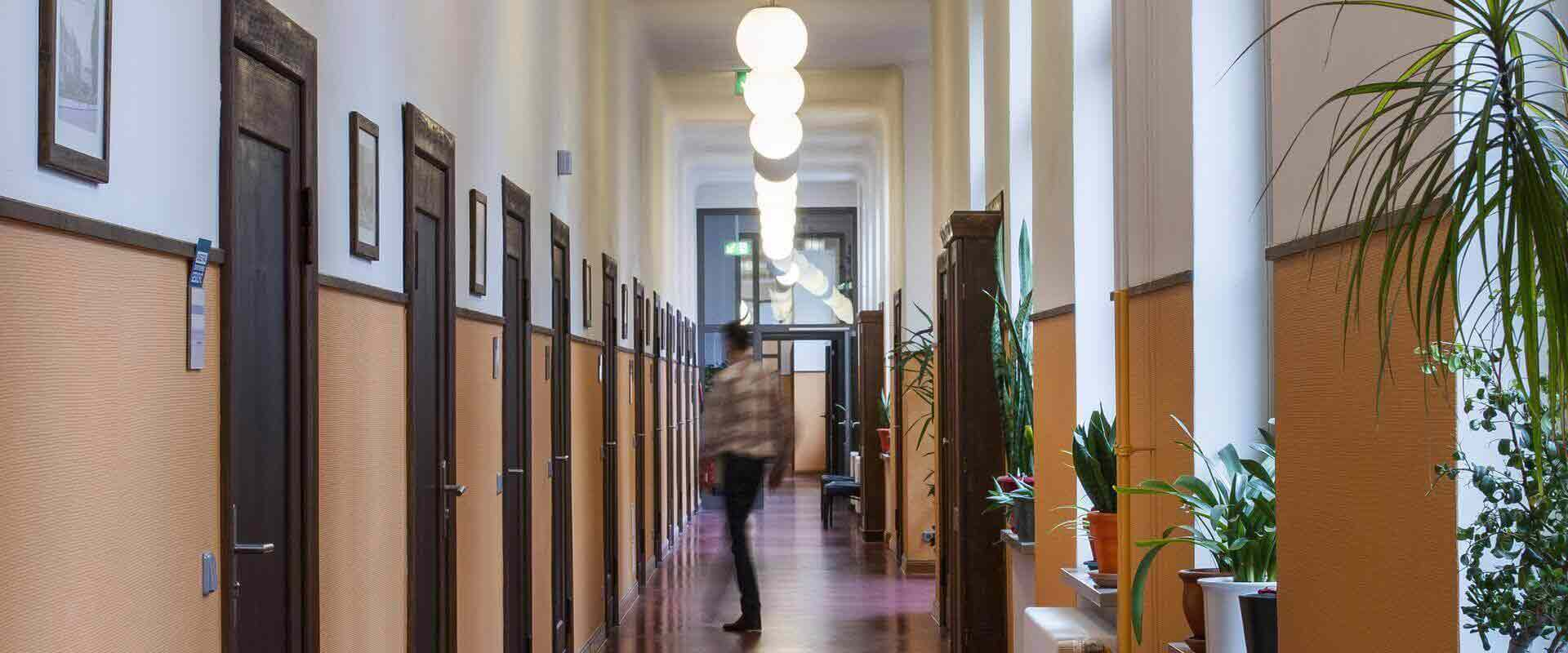 Gang im Gebäude der MEDIAN Klinik Schelfstadt