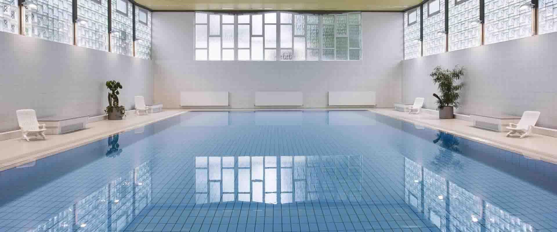 Schwimmbad in der MEDIAN Klinik Tönisstein