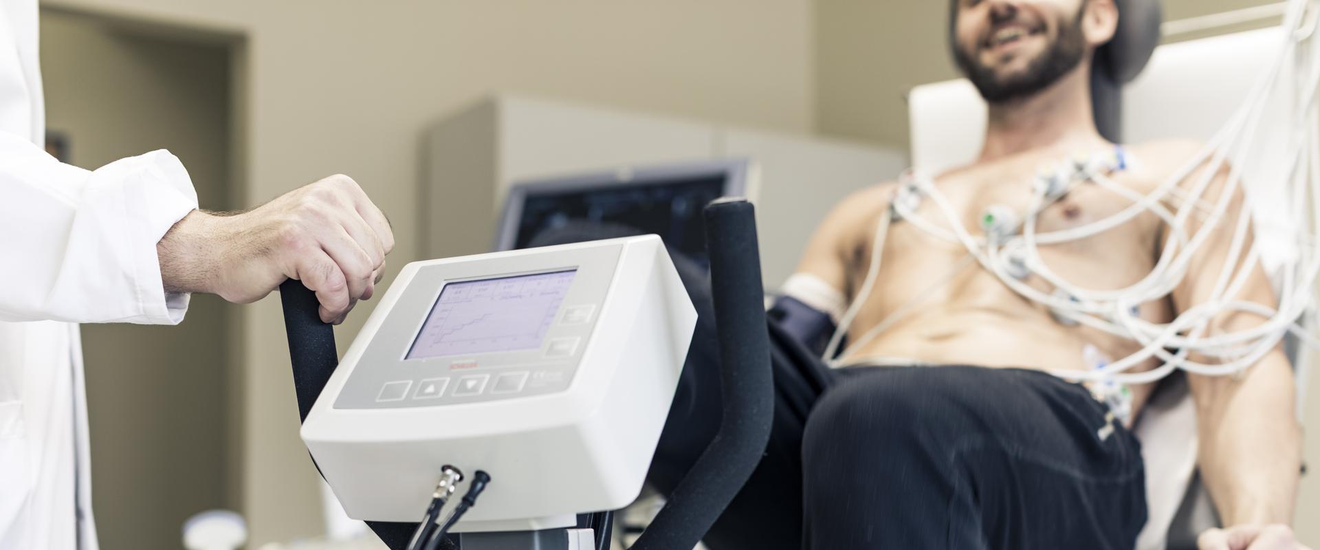 Patient wird im MEDIAN ambulantes Gesundheitszentrum Hannover untersucht