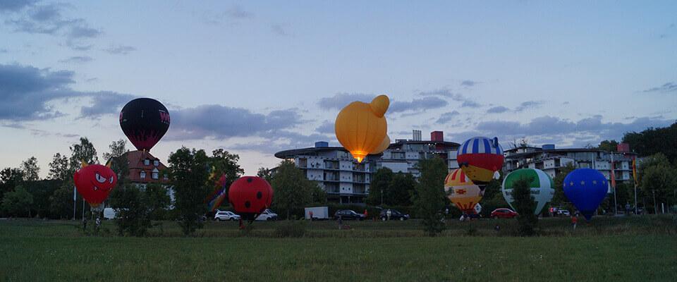 Ballone am Abend in der MEDIAN Klinik Bad Colberg