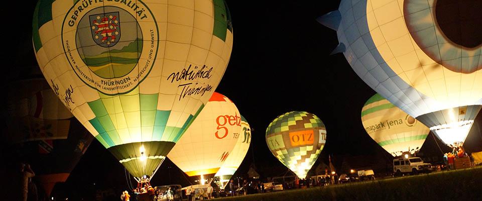 Ballone bei Nacht in der MEDIAN Klinik Bad Colberg