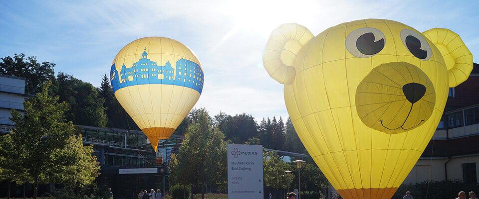 Ballone vor der MEDIAN Klinik Bad Colberg
