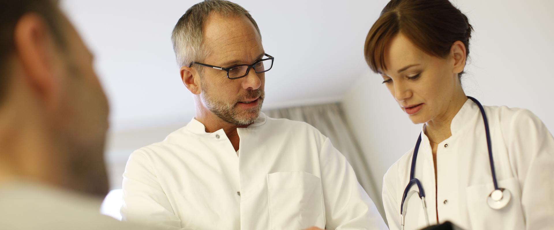 Ärzte besprechen sich in der MEDIAN Klinik Schelfstadt
