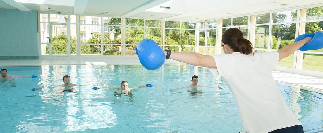 Therapie im Schwimmbad bei MEDIAN Zentrum für Rehabilitation Schmannewitz