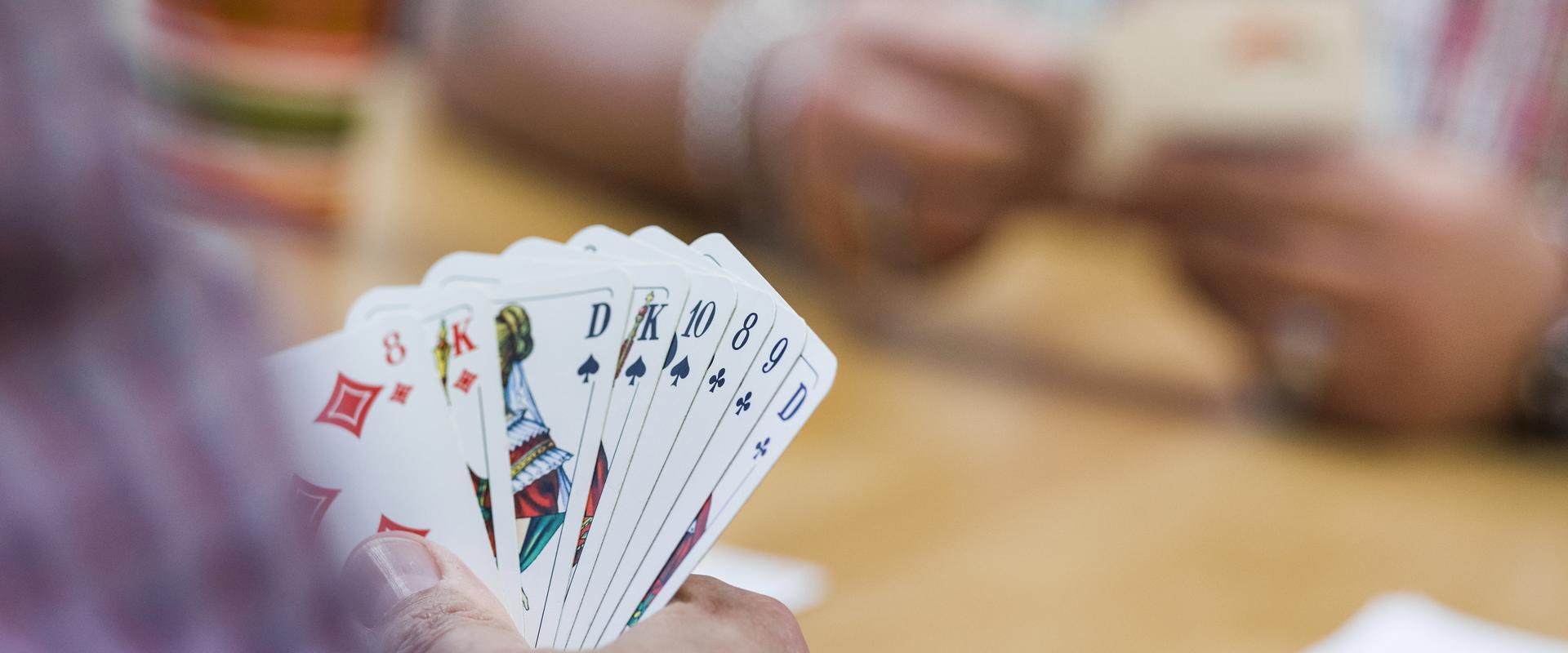 Kartenspiel im MEDIAN Albert-Schweitzer-Haus Bad Dürkheim