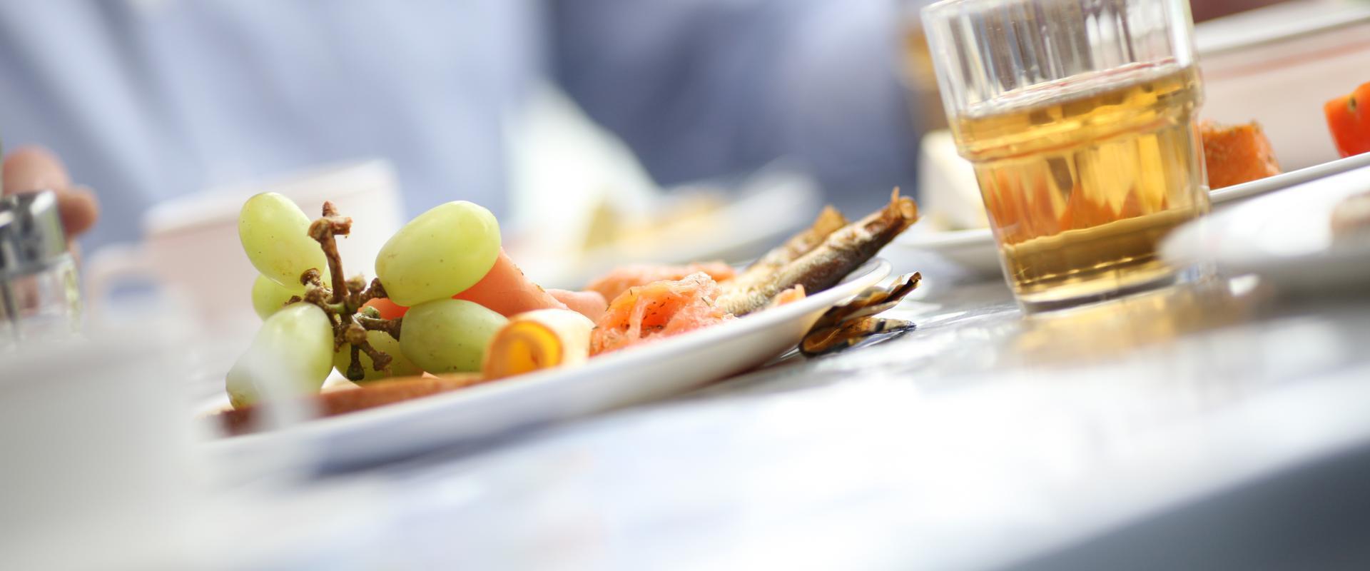 Beim Essen in der MEDIAN Achertal-Klinik Ottenhöfen