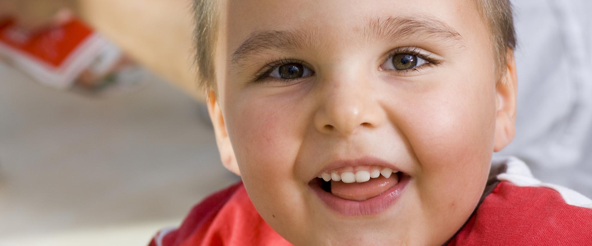Nahaufnahme eines jungen Patienten in der MEDIAN Kinder- und Jugendklinik Beelitz