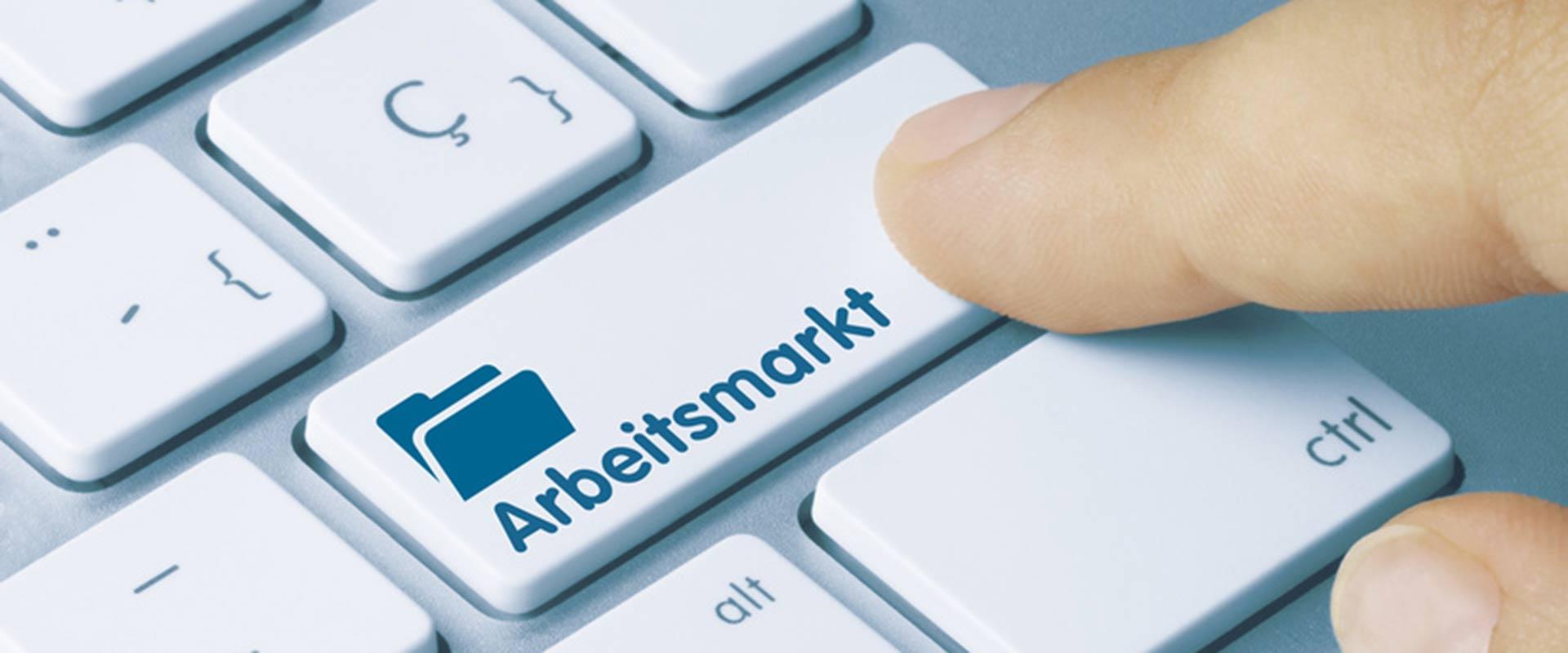 Computertastatur mit Arbeitsmarkt Aufschrift für den Enter Button